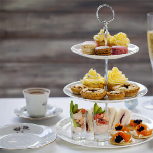 christmas-afternoon-tea-with-turkey-and-cranberry-sandwiches-cocktails_thorne-travel